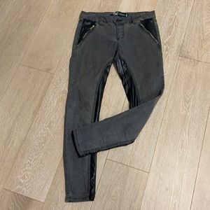Low rise skinny fit jeans with faux leather